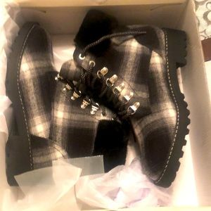 Comfort plaid boots